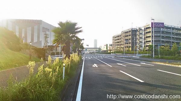 イオン幕張新都心ファミリーモール裏交差点の写真
