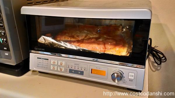 ペパロニピザを焼いている写真